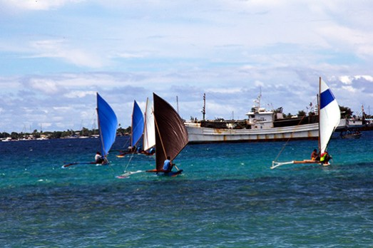 Canoes of the Marshall Islands are racing