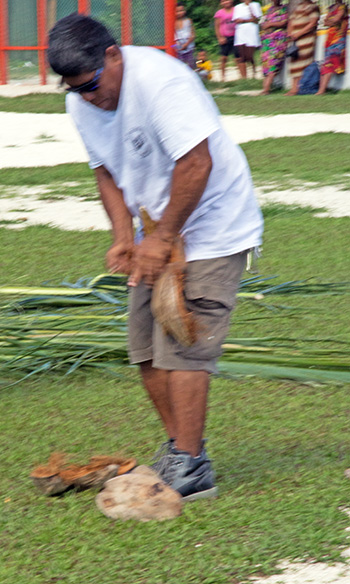 Coconut unshelling contest - or strength