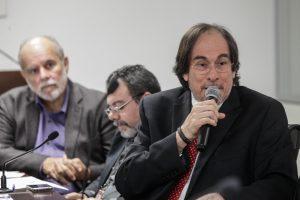 GARGALO - Diretor do CPRH, Maricevich comprometeu-se a examinar a questão dos fruticultores de São Vicente Férrer. Foto:Nando Chiappetta