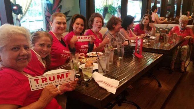Seguidoras hispanas de Trump en el sur de Florida.