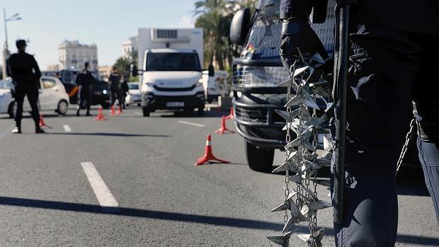 Imagen de archivo de un control de la Policía Nacional en Valencia