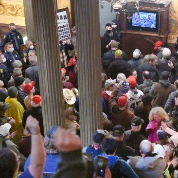 Ciudadanos libres de Michigan entrando en SU Parlamento