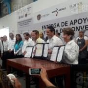 Entregan titular de Sedesol y gobernador de Querétaro entregan apoyos de programas sociales en Santa Rosa Jáuregui
