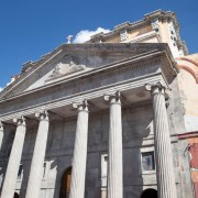 Restauran Templo de Teresitas en el centro de la capital