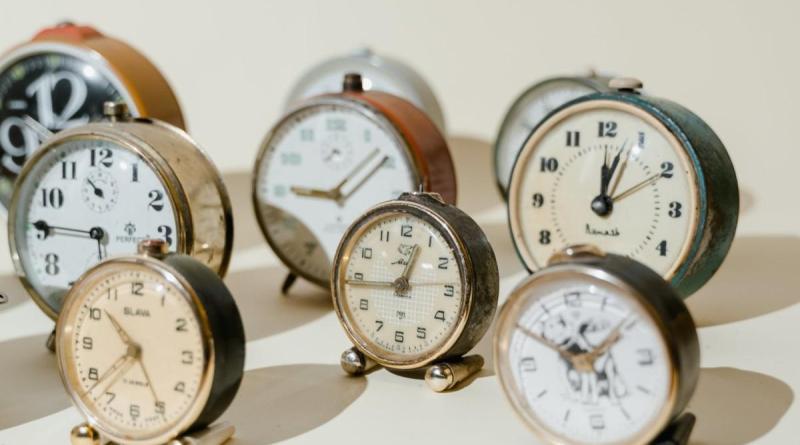 soluzione indovinello orologi calcolatrici lampadine