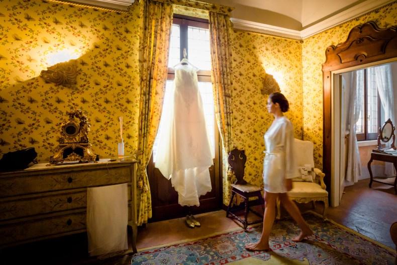 c1ece8927f1a Elisa e Marco si sono preparati in villa ed è stata una vestizione  simpaticissima