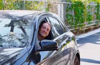 Alessandro in auto