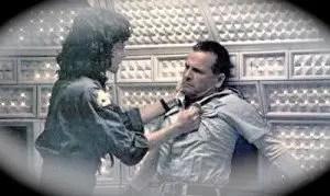 Ripley e Ash conflitto finale. Da Alien di Ridley Scott