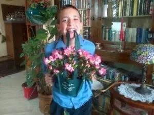 Un uomo normale non esagera con i fiori e non è uno scout