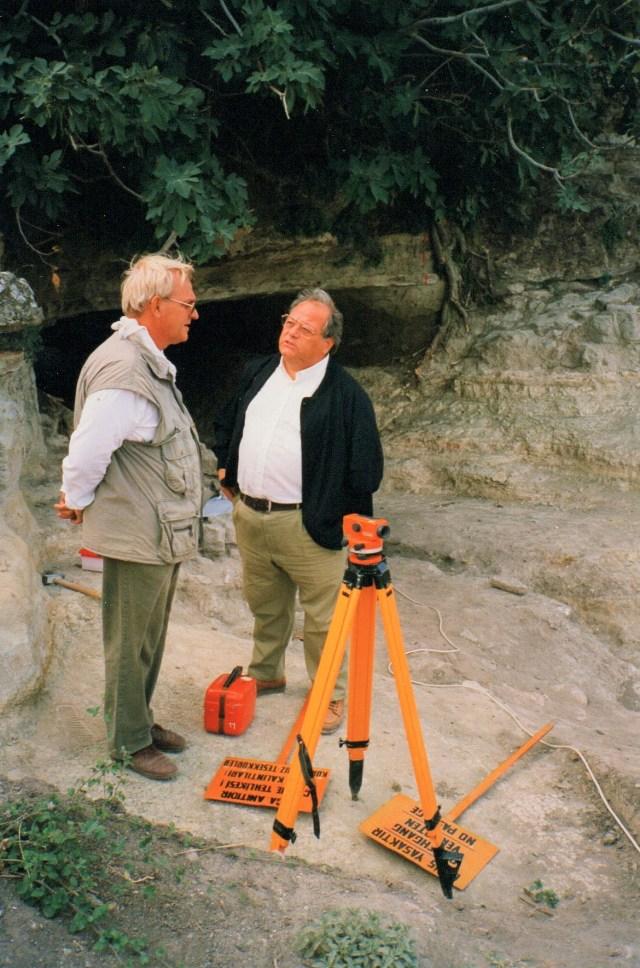 Necco con l'archeologo Manfred Korfmann a Troia durante l'ultima sua campagna di scavo (dall'archivio fotografico di Luigi Necco)