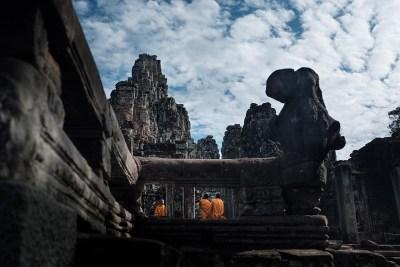Monaci al Bayon temple