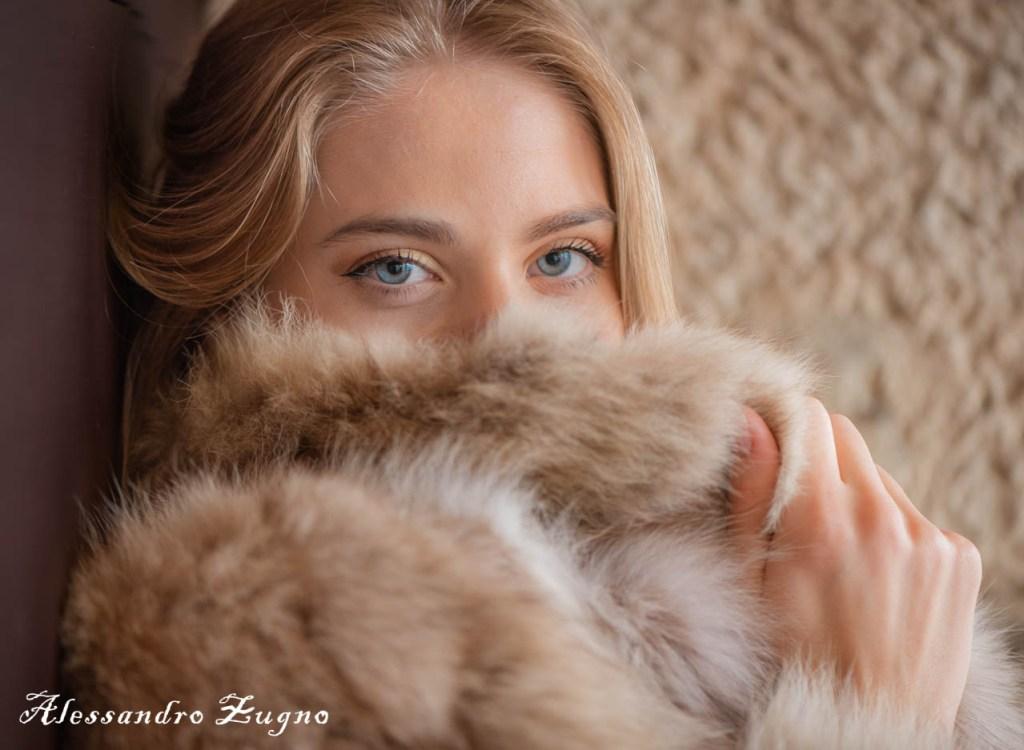 ritratto fotografico di ragazza con pelliccia invernale