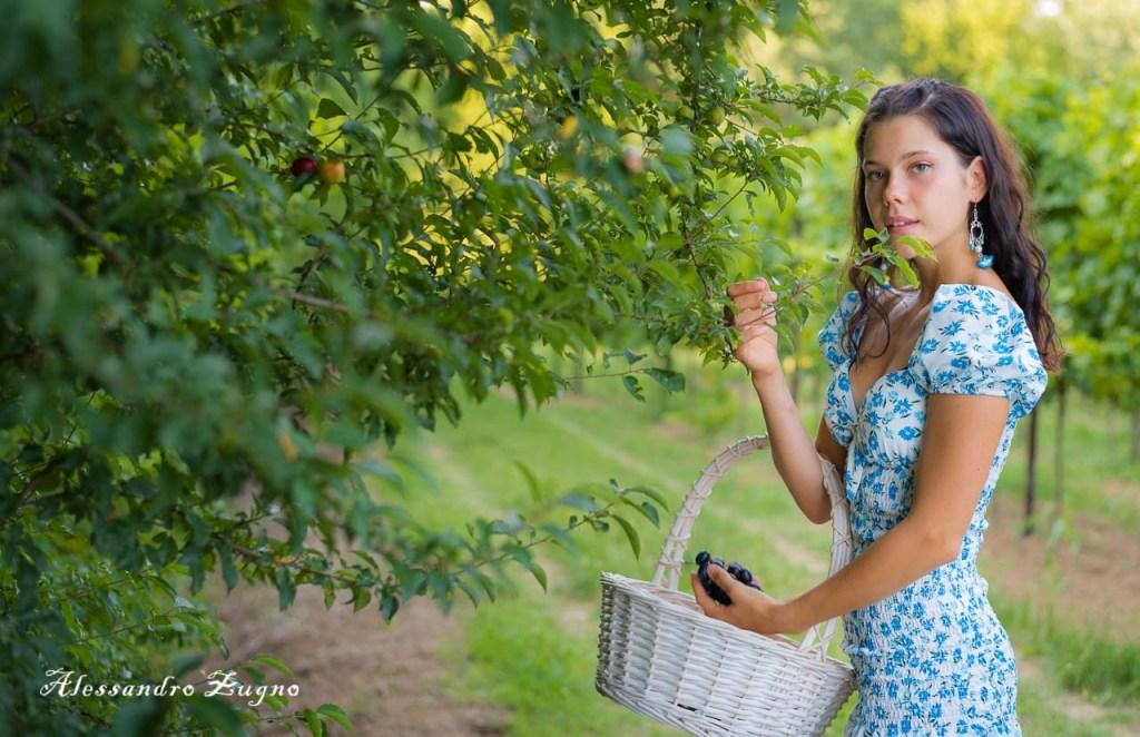 foto di ragazza nel parco dei Colli Euganei