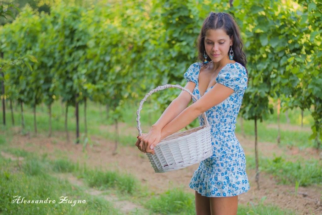 foto di ragazza nella Vigna nei Colli Euganei