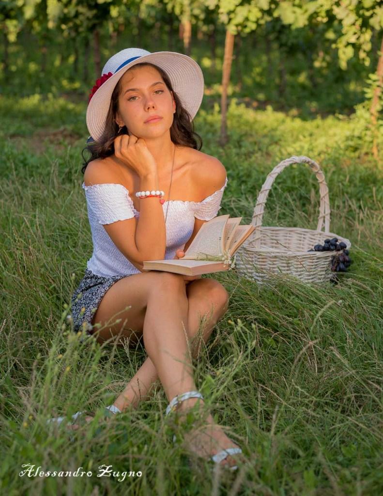 foto di modella che posa per servizio fotografico pubblicitario
