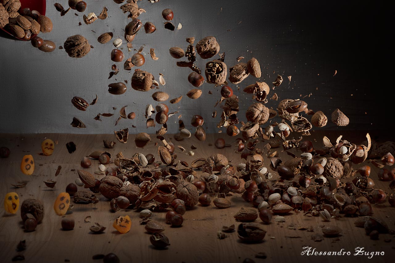 food foto frutta secca che vola