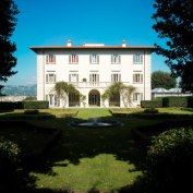 villa for weddings with overview on Florence