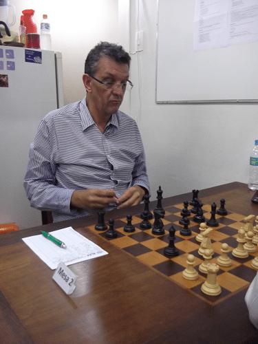 """Aristides Orlandi Neto, federado pelo Clube de Xadrez Guanabara, está na Classe """"B"""" com 1873 pontos de rating."""