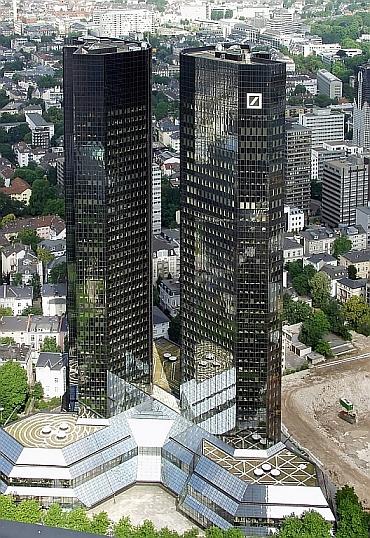 Raimond Spekking - Deutsche-Bank-Hochhaus Frankfurt am Main - CC-BY-SA-3.0 (Wikimedia Commons)