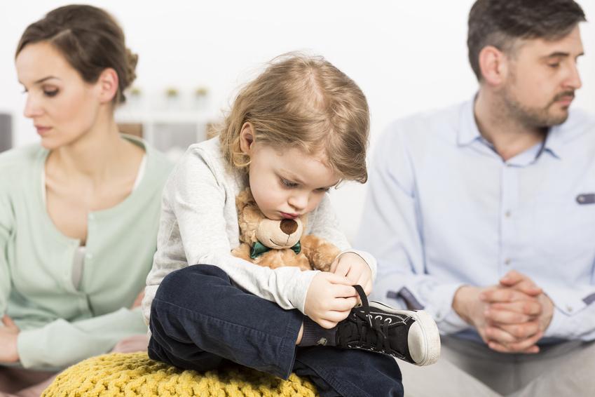 Развод при наличии детей и страхование