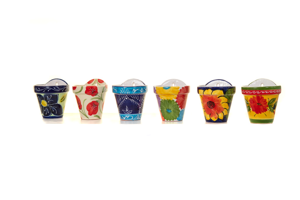 A product photo showing off the range of hanging planters sold by Sunshine Ceramica