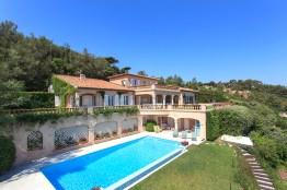 Water front villa in Les Parcs de Saint Tropez