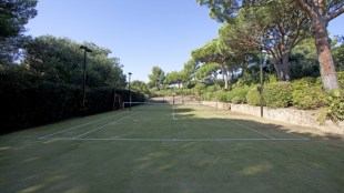 Capilla tennis court