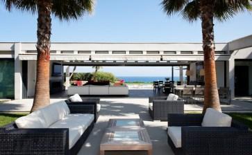 Contemporary villa for rent close to Club 55