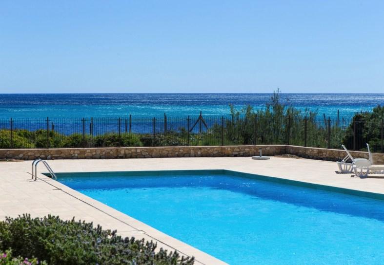 Domaine swimming pool La Moutte
