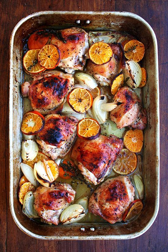 pollo cocinado con clementinas