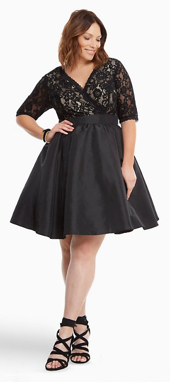 42 Plus Size Party Dresses {with Sleeves} - Plus Size Cocktail Holiday Party Dresses - Plus Size Fashion for Women - alexawebb.com #alexawebb #plussize #partydress