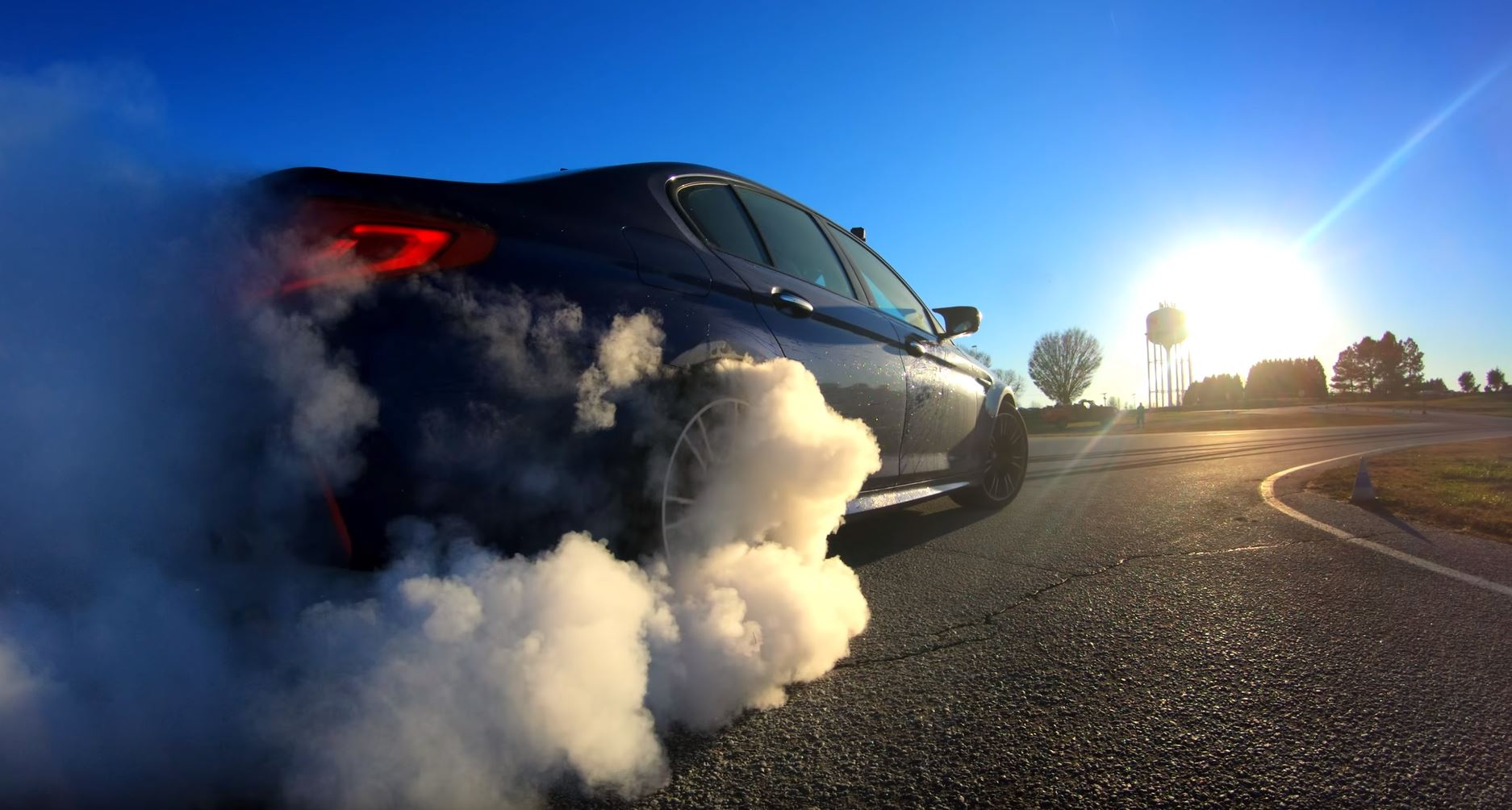 BMW M5 rear tire smokes while drifting
