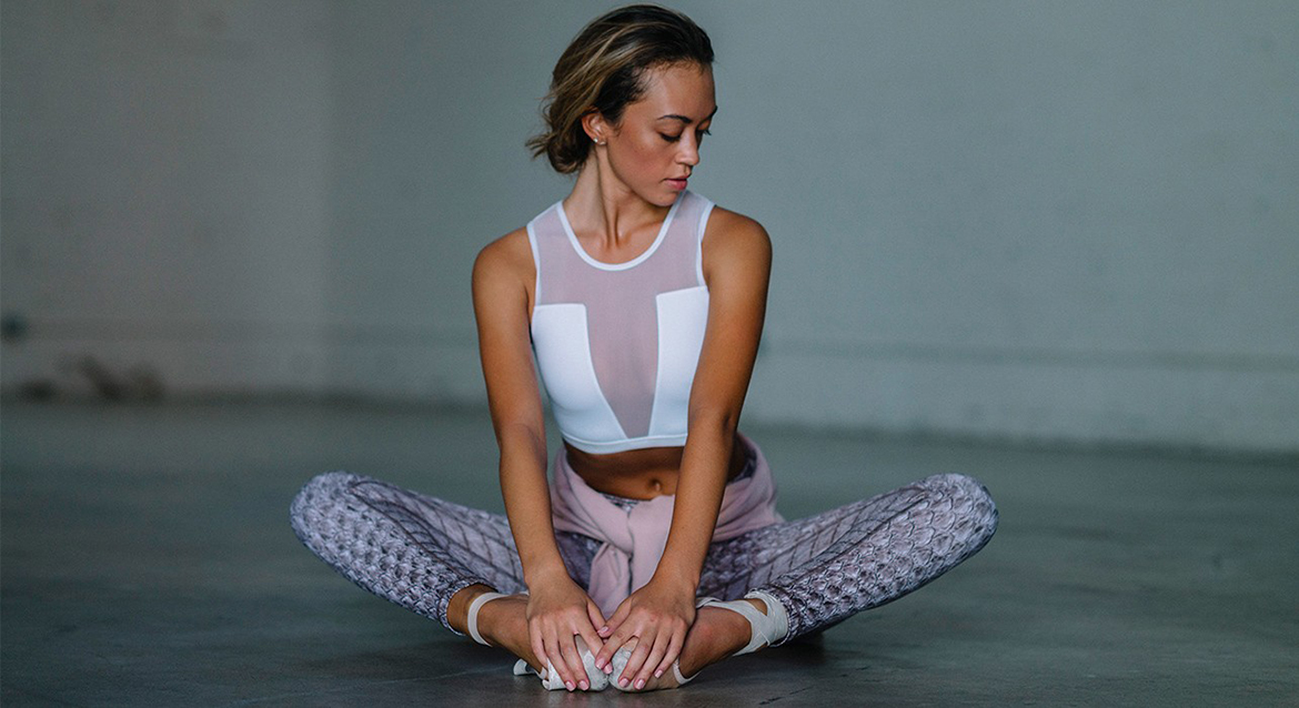 woman wearing fashion activewear at the gym