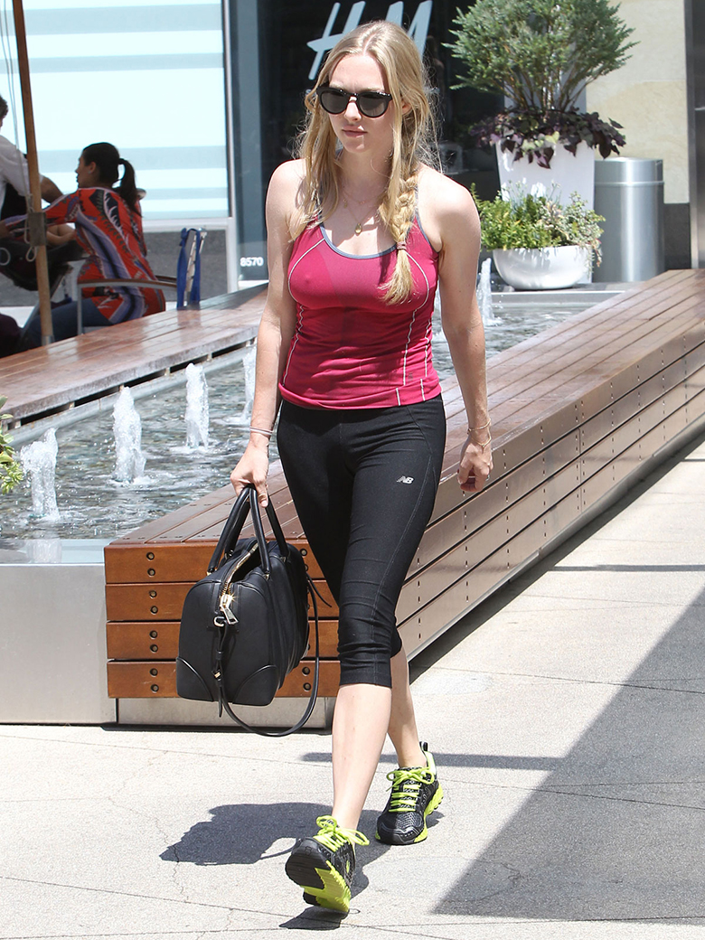 amanda seyfried red vest black leggings yellow trainers