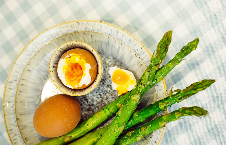 low carb breakfast idea: soft boiled eggs and asparagus