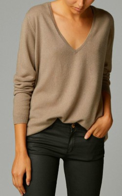 Beige v-neck cashmere sweater styled with dark jeans - shop the look