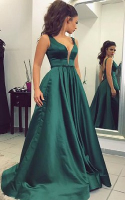 What to wear to a black tie gala - full length dark green ball gown with full skirt
