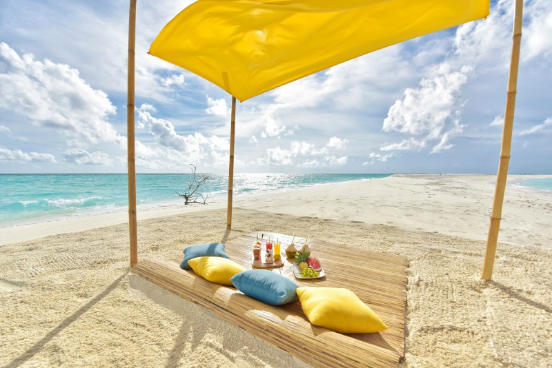Destination dining in the Maldives - Fushi faru sandbank picnic