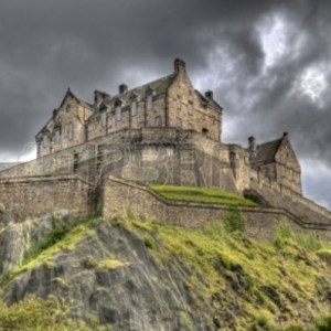 15877344-edinburgh-castle-on-castle-rock-in-edinburgh-scotland-uk-against-dark-rainclouds