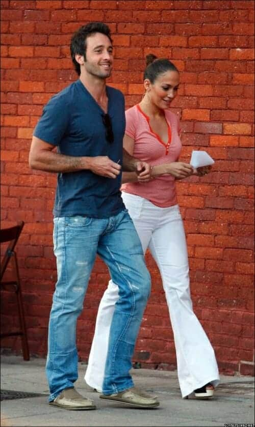 Alex O'Loughlin and Jennifer Lopez
