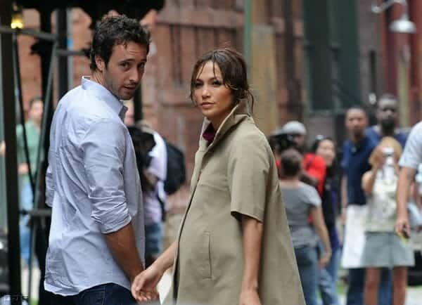 On set of Backup Plan movie - Alex O'loughlin and Jennifer lopez