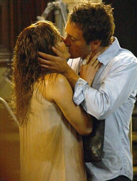 Alex O'Loughlin and Jennifer Lopez Kissing!!!