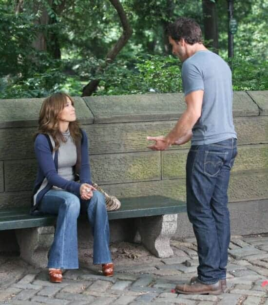 Alex O'Loughlin and Jennifer Lopez in Central Park