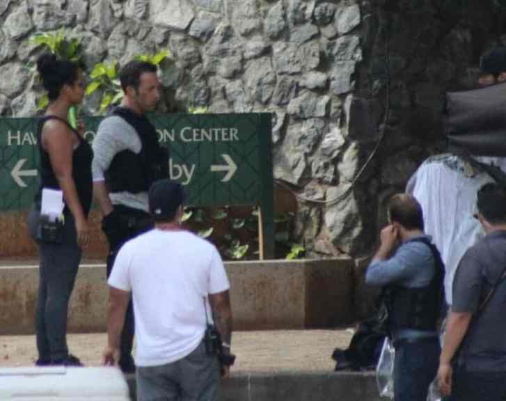 alex o'loughlin by convention center