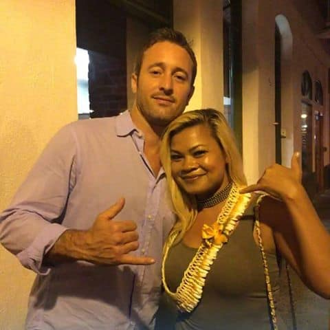 Alex O'loughlin with fan