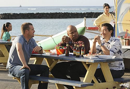 h50-2x21-ncis-la-crossover-promotional-photos-hawaii-five-0-2010-30472617-500-341