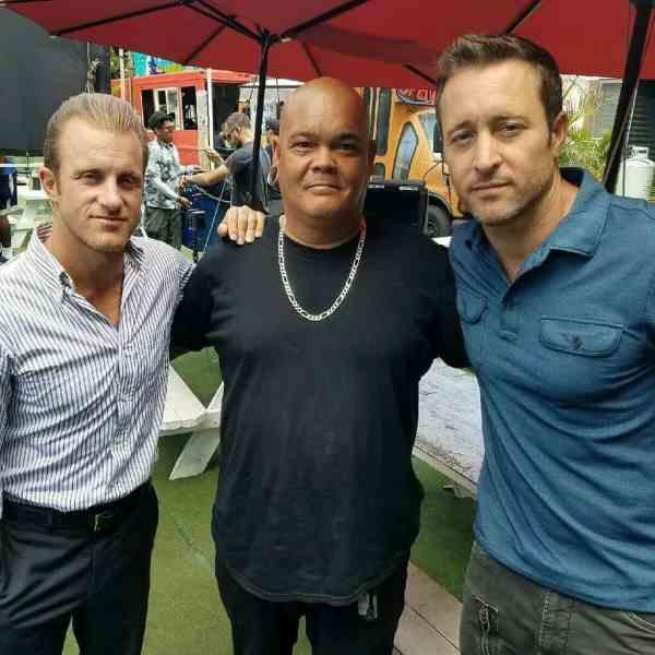 Alex O'louglin and scott caan pauhana market