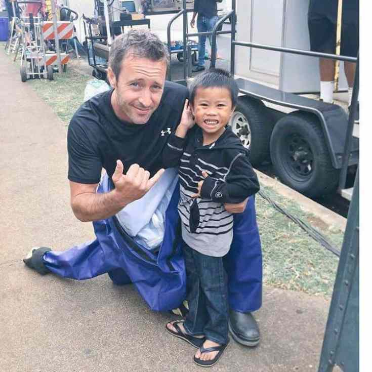 alex o'loughlin and kid fan