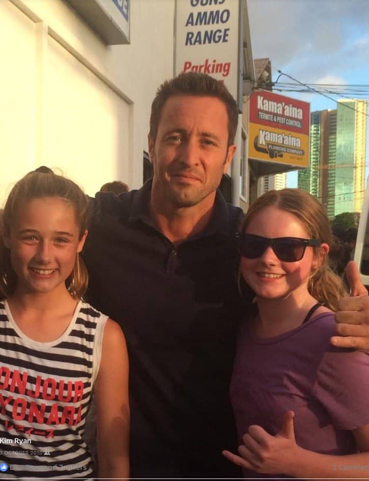 Alex O'Loughlin and kid fans