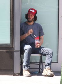 keanu-reeves-smokes-and-takes-a-selfie-with-fan-on-the-last-day-of-training-for-john-wick-3-in-brooklyn-16